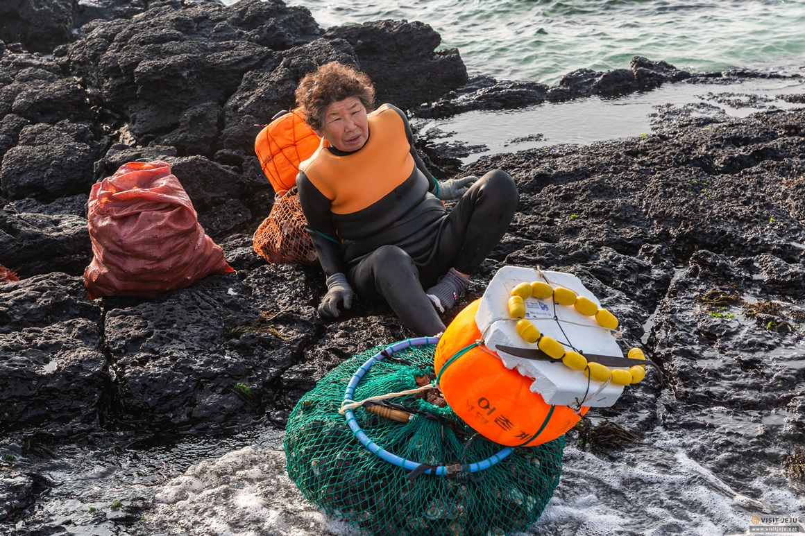 The Mothers of the Sea: Culture of Jeju Haenyeo <UNESCO Intangible Cultural Heritage> 사진이미지 7
