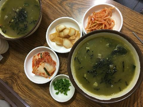 Suduribomalkalguksu (Noodle Soup with Top Shells) 대표이미지