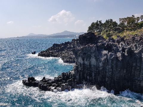 #주상절리대 와 정말 이렇게 신기한 자연유적을 볼 수 있다니 놀라웠습니다. 제주는 정말 젊은 섬이라는 것도 알아가는 기회였습니다.