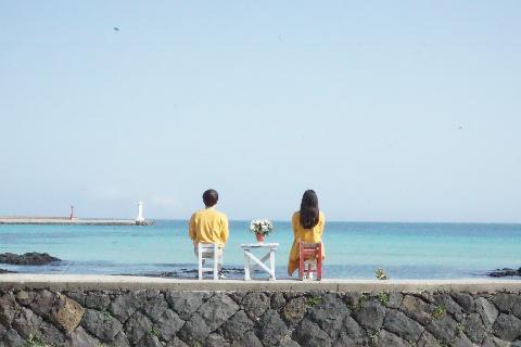 #세화해변<br>남편과는 처음 방문한 제주도 ♥️ 노란 유채꽃을 닮은 시밀러룩을 제주도민들이 여러번 예쁘다고 해주셔서 더욱 흐뭇하네요. 좋은 추억 만들어주어서 고마워 제주 ♥️
