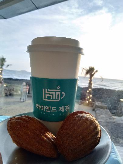 여기 너무 아름답다 ~!!! 날씨 좋아서 사진 아무거나 찍어도 예뻐😍 오후에 커피 마시고 해넘이를 기다렸다🌇