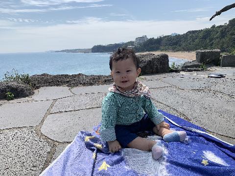 중문 색달 해변을 바라보고 풍경을 감상한 하루는 환상적이었다. 맑은 하늘과 야자수, 그리고 바다. 아이와 함께여서 더욱 행복한 제주여행