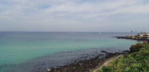 9월 마지막주의 애월해안도로. 햇빛이 비춰서 더 예뻤던 바다빛 다시 제주의 바다가 보고싶어져요. 제주의 바다는 감동입니다