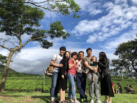 초록초록한 가을의 오설록 티 뮤지엄  사랑하는 가족들과 함께한 첫 여행.  제주의 푸르고 높은 가을 하늘과 뭉게 구름, 살랑 살랑 가을 바람이 더해져  더할나위 없이 행복한 시간을 보냈습니다 .  무엇이든 살아가면서 처음의 기억은 소중하고 오래간다고 하잖아요 ~  첫 가족여행지 가을 제주 ! 평생 기억에 남을것 같아요