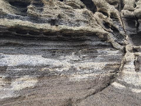 용머리해안에서 자연이 빚어낸 예술작품에 감탄하다